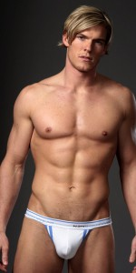 Alan Ritchson nude body!
