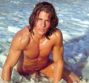 Taylor Kitsch nude on the beach!